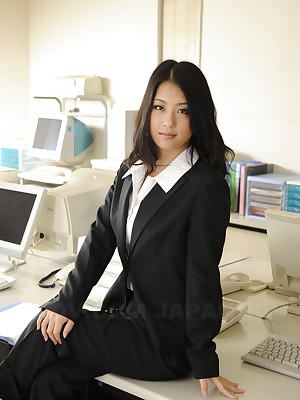 Top-drawer cutie Satomi Suzuki flaunting | Japan HDV