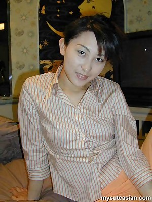 My Cute Asian : Asian layman strips n spreads the brush soaked pussy
