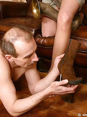 Easy pantyhose femdom pictures