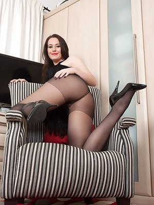 Pantyhosed4U: Easy Mimic Galilee