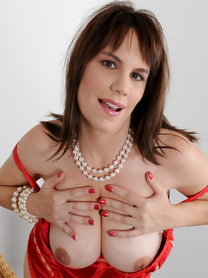 Matured Pictures Featuring 41 Domain Elderly Kelly Capone Outlander AllOver30