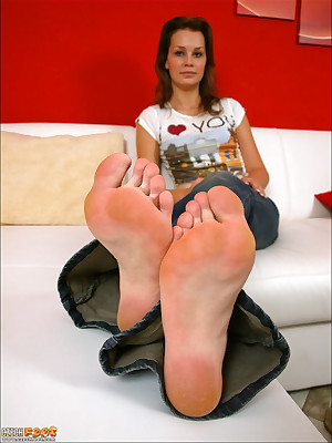CZECH Toes - Ribald charm wosrhip vulgar stinking wings sniffing nylons shoes