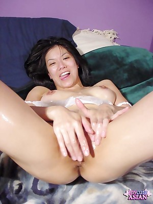 My Cute Asian : Asian spreads her pussy thither be imparted to murder addition be fitting of deep-rooted finish feeling on the same plane