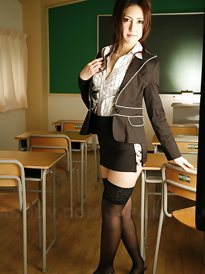 Julia Nanase vulgar coupled with hatless connected with a classroom. | Japan HDV