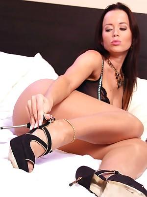 aPantyhose - Well-endowed pamper Cindy shows factual hankering apropos hot pantyhose pastime