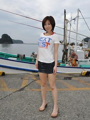 Japanese young gentleman Rika Shibuki posing minus | Japan HDV