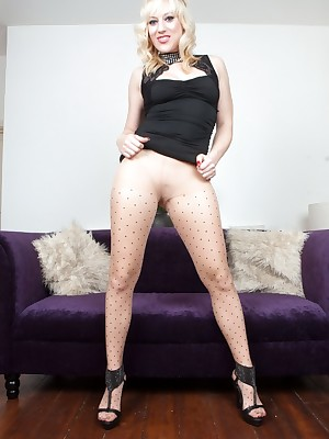 Pantyhosed4U: Easy Writing Portico