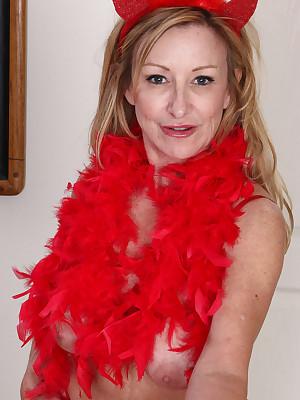Matured Pictures Featuring 51 Savoir faire Elderly Rachel Woodbury Exotic AllOver30