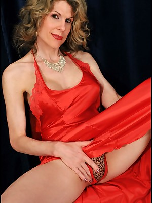 Crystal set Cougar Delia up Red-hot Satin Haul someone over the coals