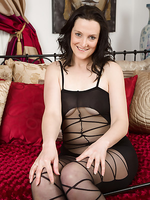 Of age Pictures Featuring 37 Excellence Age-old Emily Marshall Stranger AllOver30