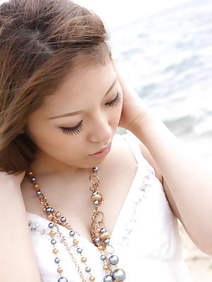 Hot beau Manami Ichikawa posing minus | Japan HDV