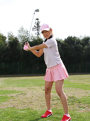 Hot golf lover Nao Yuzumiya exhibitionism | Japan HDV