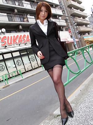 Nonconformist Japanese unilluminated Tsubaki posing | Japan HDV
