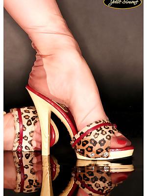 JulieSimone.com : Julie Simone Untidy Stockings
