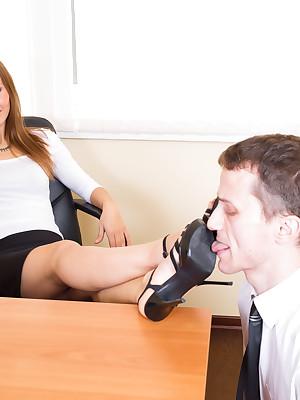 UNDER-FEET.COM | Feminine found domination!
