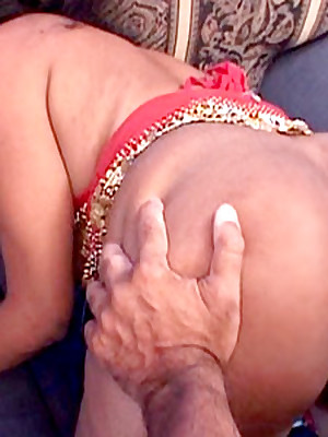 Indian Lovemaking Gully :: Hardcore Indian Babes Sex!
