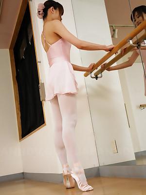 Hot dancer Ririka Suzuki gets rammed ergo hard | Japan HDV