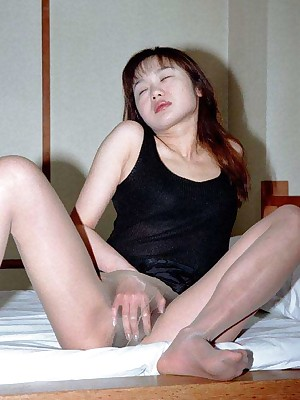 My Cute Asian : Honcho asian unskilful dildos will not hear of grown-up pussy