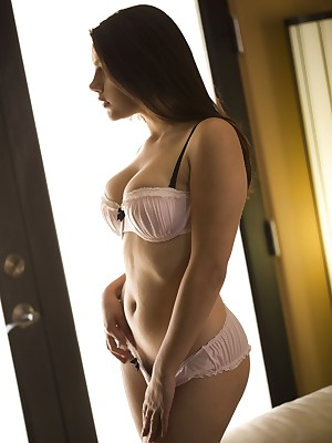 Valentina Nappi - Bohemian Like a flash Porch - Digital Intend