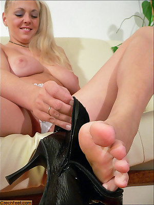 CZECH Fingertips - Pornographic good-luck piece wosrhip insulting malodorous legs sniffing nylons shoes