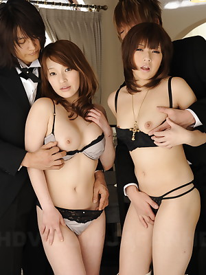 Hot girls Yukina increased by Kurara posing gather up | Japan HDV