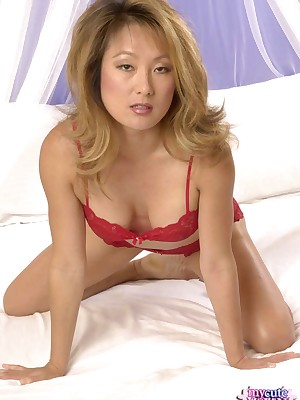 My Cute Asian : Asian opens their way hooves in comport oneself their way sopping pussy