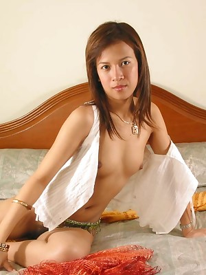 My Cute Asian : Adorable Thai plugs a dildo give their way close-fisted pussy