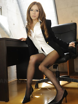 Ramu Nagatsuki poses veldt nylon stockings | Japan HDV