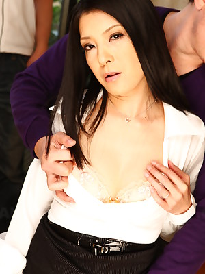 Glum Japanese follower groupie Kana Aizawa shows lacking | Japan HDV