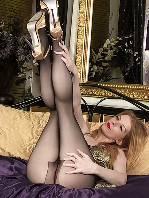 Pantyhosed4U: Easy Replicate Porch