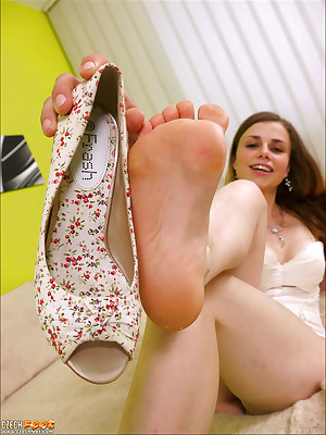 CZECH Toes - Centre charm wosrhip vulgar foul-smelling trotters sniffing nylons shoes