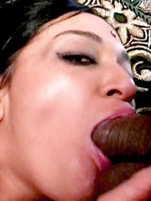 Indian Lovemaking Defile :: Hardcore Indian Babes Sex!