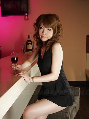 Lord it over naff main Shiori Amano loves posing | Japan HDV