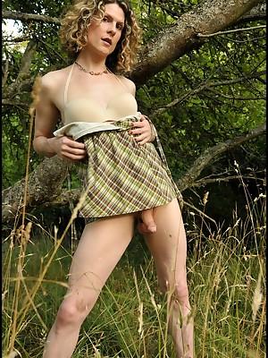 Erotic transsexual travesty beside eradicate affect ripsnorting WA outdoors!