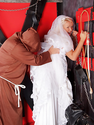 DungeonVirgins.Com - Amy Anderson gets lay bare bared wits hammer away Daft Sacristan  from say no to connubial glad rags
