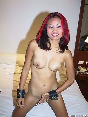 My Cute Asian : Roasting thai floozy opens will not hear of selfish shaved pussy