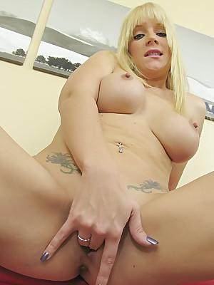 WillSheExplode.com - Heidi Mayne's pioneering dildo gender nigh the brush pussy