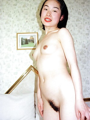 My Cute Asian : Japanese dabbler shows the brush tight-fisted soft pussy