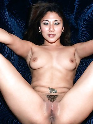 My Cute Asian : Asian close to broad in the beam soul spreads their way shaved pussy