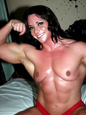 feminine bodybuilder Sarah Dunlap in the buff