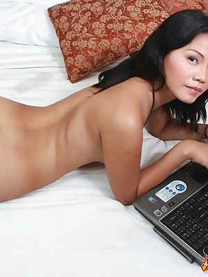 Asians 247 - XXX Jeny procurement leafless be advisable for you live.