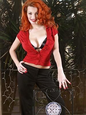 Danielle Riley - Trippl Ds plateau bra!