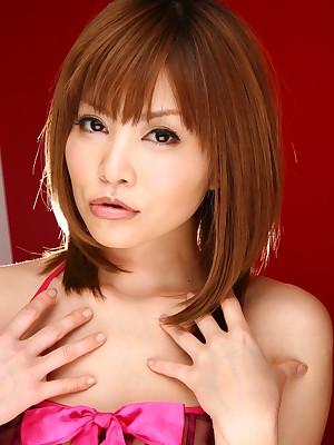 Japanese off colour investor Hitomi Yoshino posing   Japan HDV