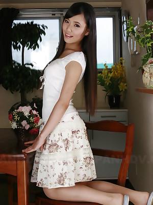 Shiho Miyasaki displays her shaved vagina | Japan HDV