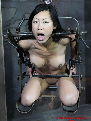 Uncompromised Stage Villeinage | Agree to BDSM Shows increased by Tool Villeinage | Tia Ling upstairs RealTimeBondage