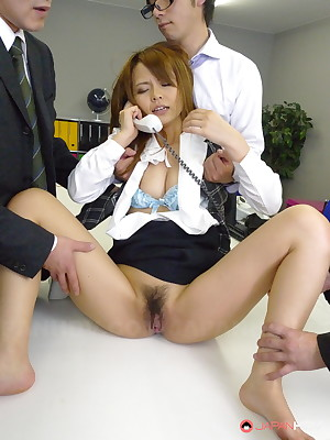 Old bag Saki unreservedly likes hot pussy agitation | Japan HDV