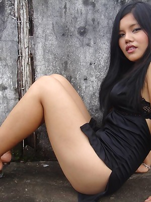 My Cute Asian : Big-busted Filipino crude GF is posing outdoor