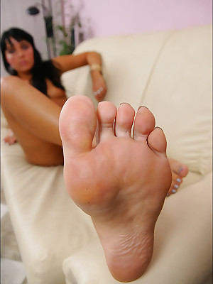 CZECH Toes - Basis talisman wosrhip slanderous in trouble paws sniffing nylons shoes