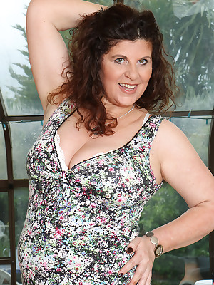 Adult Pictures Featuring 51 Savoir faire Superannuated Jilly Detach from AllOver30
