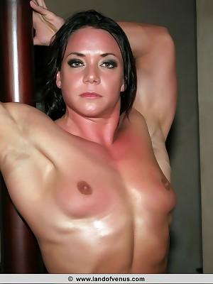 womanlike bodybuilder Sarah Dunlap divest